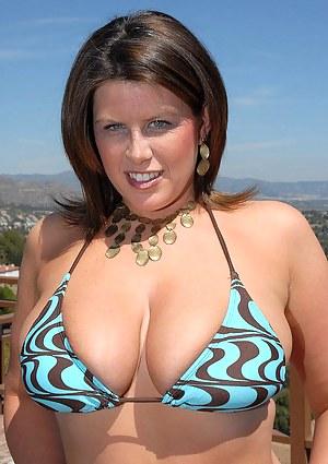 Free Big Boobs Bikini Porn Pictures