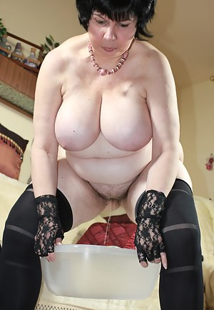 Free Big Boobs Gloves Porn Pictures