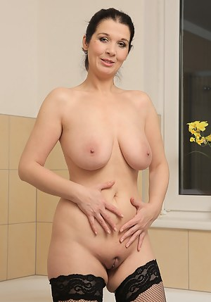 Free Big Boobs Shaved Pussy Porn Pictures